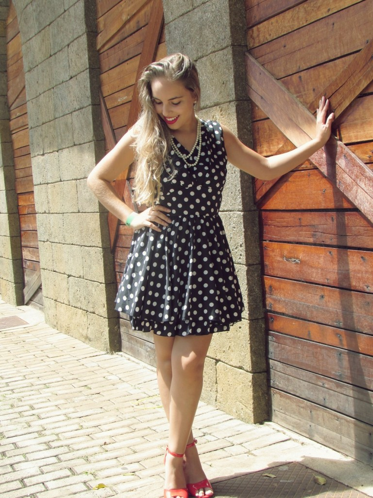 look-da-lary-vestido-de-poa-pin-up-lary-di-lua (5)