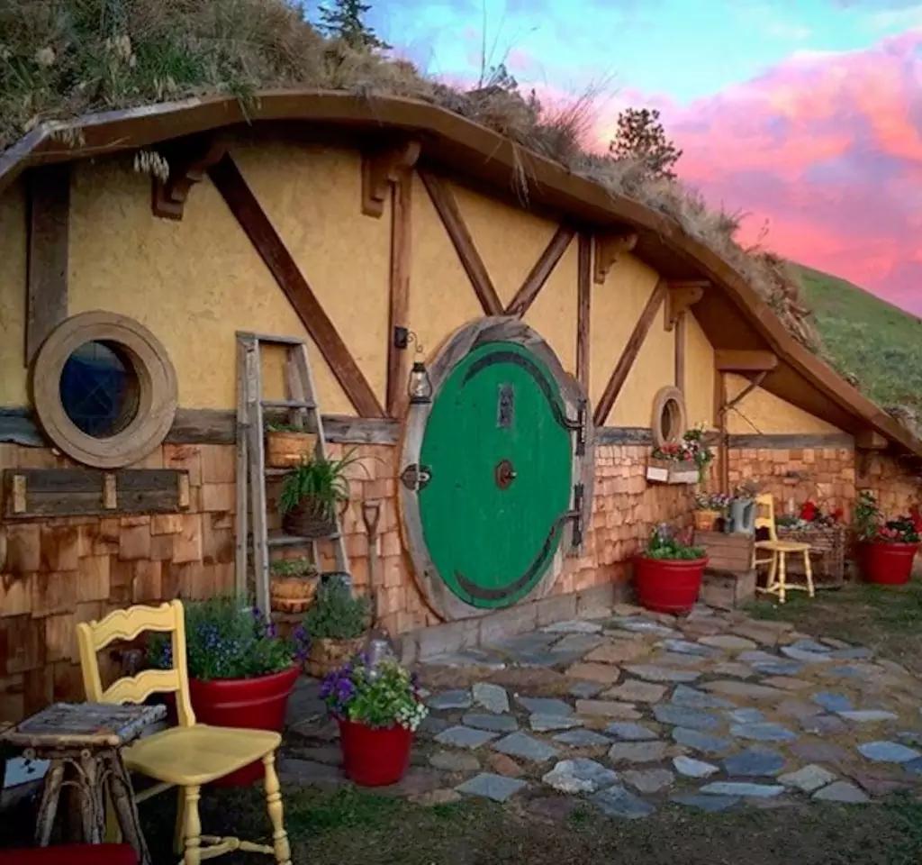 toca hobbit no airbnb lary di lua